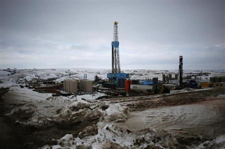 An oil derrick is seen at a fracking site for extracting oil outside of Williston, North Dakota March 11, 2013. An oil derrick is a complex set of machines specifically designed for optimum efficiency, safety and low cost. REUTERS/Shannon Stapleton