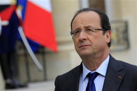 French President Francois Hollande reacts as he speaks to journalists in the courtyard after a meeting at the Elysee Palace in Paris May 17, 2013. REUTERS/Gonzalo Fuentes