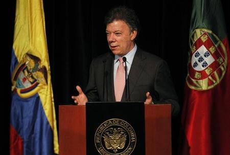 Colombia's President Juan Manuel Santos speaks during the inauguration of the 26th International Book Fair in Bogota April 17, 2013. REUTERS/John Vizcaino