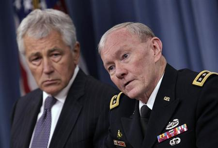 U.S. Secretary of Defense Chuck Hagel (L) and Joint Chiefs of Staff General Martin Dempsey hold a joint news conference at the Pentagon in Washington March 17, 2013. REUTERS/Yuri Gripas