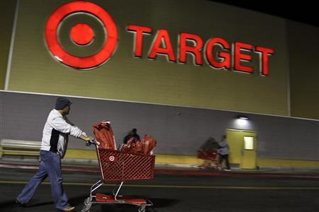 A man pushes a shopping cart at Target on the Thanksgiving Day holiday in Burbank, California, November 22, 2012. REUTERS/Jonathan Alcorn