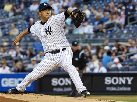 New York Yankees starting pitcher Hiroki Kuroda throws a pitch to the Toronto Blue Jays in the first inning of their MLB American League baseball game at Yankee Stadium in New York, May 17, 2013. REUTERS/Ray Stubblebine