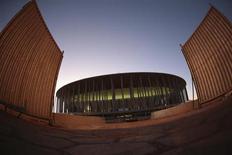 Vista geral do Estádio Nacional Mané Garrincha durante sua inauguração em Brasília. O estádio de Brasília tornou-se neste sábado o quinto a ser inaugurado para a Copa das Confederações, depois de atrasos e a um custo estimado em 1 bilhão de reais. A inauguração ocorreu com a presença da presidente Dilma Rousseff, que deu pontapé inicial em uma bola colocada no centro do campo. 18/05/2013. REUTERS/Ueslei Marcelino