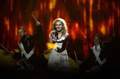 "Danish singer Emmelie de Forest performs the song ""Only teardrops"" during the dress rehearsal for the final of the 2013 Eurovision Song Contest at the Malmo Arena Hall May 17, 2013. REUTERS/Jessica Gow/Scanpix"
