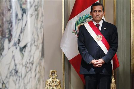 Peru's President Ollanta Humala stands before a swearing-in ceremony of the new Foreign Minister Eda Rivas at the government palace in Lima, May 15, 2013. REUTERS/Enrique Castro-Mendivil