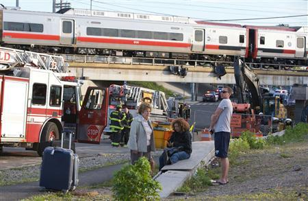 Passengers wait to be picked-up after two commuter trains collided in Bridgeport, Connecticut causing one to derail injuring numerous passengers, May 17, 2013. REUTERS/ Michelle McLoughlin/