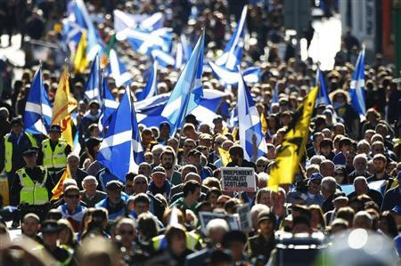 Pro-independence supporters take part in a march in Edinburgh, Scotland September 22, 2012. REUTERS/David Moir