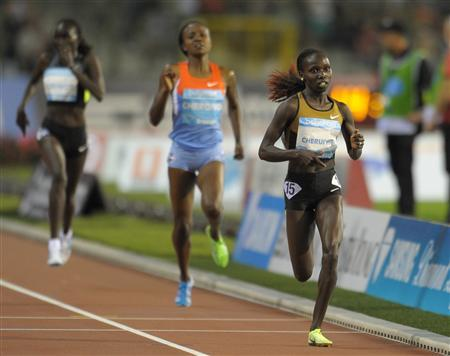 Vivian Cheruiyot of Kenya (R) competes in the women's 5000m event at the IAAF Diamond League athletics meeting, also known as Memorial Van Damme in Brussels September 7, 2012. REUTERS/Laurent Dubrule