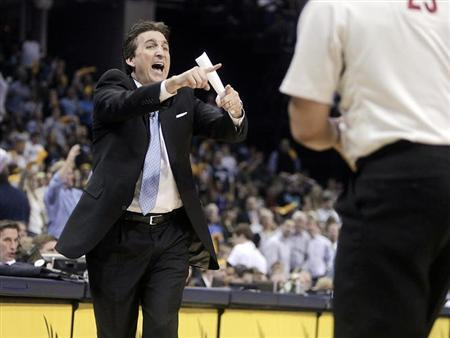 Los Angeles Clippers head coach Vinny Del Negro contests a foul during second half action of game three in the Western Conference quarterfinals of the NBA playoffs in Memphis, Tennessee April 25, 2013. REUTERS/Lance Murphey