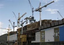 Вид на строящуюся Богучанскую ГЭС на Ангаре 28 июля 2011 года. Крупнейшая в РФ гидрогенерирующая госкомпания РусГидро поучаствует в обслуживании и модернизации двух гидроэлектростанций в Нигерии, получив за свои услуги более $50 миллионов, сообщила компания в среду. REUTERS/Ilya Naymushin