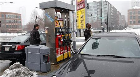 Motorists fill their tank at a Shell station in downtown Chicago December 24, 2010. REUTERS/Frank Polich