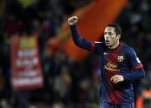 Adriano, do Barcelona, comemora um gol no estádio de Camp Nou em Barcelona, Espanha. 16/12/2012 REUTERS/Gustau Nacarino