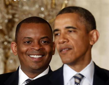 U.S. President Barack Obama explains that Charlotte, N.C., Mayor Anthony Foxx (L) will be his nominee to replace Ray LaHood as U.S. Transportation Secretary in the East Room of the White House in Washington, April 29, 2013. REUTERS/Larry Downing