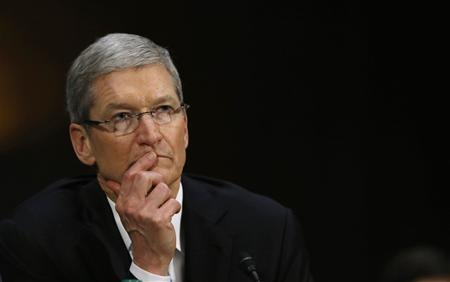 Apple CEO Tim Cook is pictured during a Senate homeland security and governmental affairs investigations subcommittee hearing on offshore profit shifting and the U.S. tax code, on Capitol Hill in Washington, May 21, 2013. REUTERS/Jason Reed