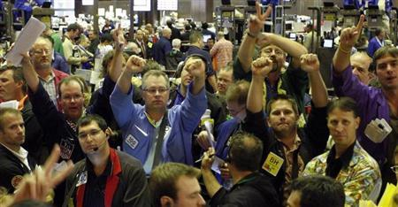 Traders in the corn options pit of the Chicago Board of Trade signal orders in Chicago, Illinois August 22, 2008. REUTERS/Frank Polich