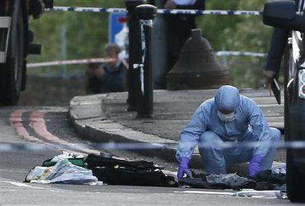 A police forensics officer investigates a crime scene where one man was killed in Woolwich, southeast London May 22, 2013. REUTERS-Stefan Wermuth