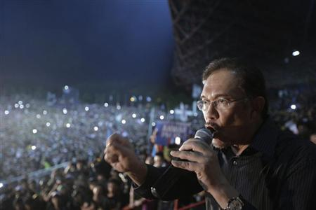 Malaysia's opposition leader Anwar Ibrahim delivers his speech during a rally in protest of the Sunday's election results at a stadium in Kelana Jaya, outside Kuala Lumpur May 8, 2013. REUTERS/Stringer