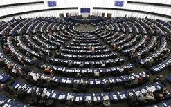 Le Parlement européen a approuvé jeudi l'ouverture de négociations entre Bruxelles et Washington sur un accord de libre-échange, demandant toutefois que les services culturels et audiovisuels, y compris en ligne, en soient exclus. /Photo prise le 21 mai 2013/REUTERS/Vincent Kessler
