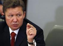 Глава Газпрома Алексей Миллер выступает на пресс-конференции после церемонии подписания документов в здании правительства в Софии 15 ноября 2012 года. Крупнейший в мире производитель газа Газпром может вернуться к планам строительства завода СПГ на Балтийском море, сказал Рейтер источник в отрасли. REUTERS/Stoyan Nenov