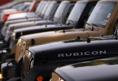 A row of Jeeps are seen in Gaithersburg, Maryland May 1, 2013. REUTERS/Gary Cameron