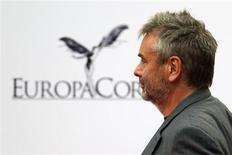 Le chiffre d'affaires de la société de production et de distribution EuropaCorp, créée par Luc Besson, a progressé de 10% pour son exercice 2012-2013, grâce à la hausse de ses revenus dans la production télévisée et aux recettes tirées de la diffusion de ses films dans les salles de cinéma en France. /Photo d'archives/REUTERS/Charles Platiau