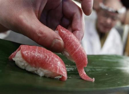 A sushi chef serves sushi of high-quality fatty Atlantic bluefin tuna or ''o-toro sushi nigiri'' at a sushi restaurant in Tokyo March 18, 2010. REUTERS/Issei Kato