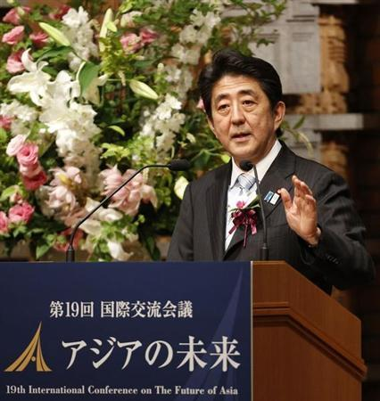 Japan's Prime Minister Shinzo Abe delivers a speech at a dinner during the 19th International Conference on ''The Future of Asia'' in Tokyo May 23, 2013. REUTERS/Yuya Shino