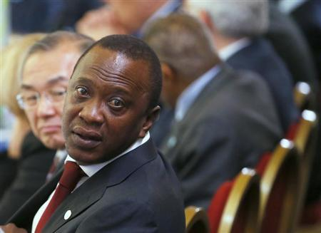 Kenya's President Uhuru Kenyatta turns to speak to a member of his delegation at the Somalia conference in London May 7, 2013. REUTERS/Andrew Winning