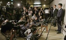 Osaka Mayor Toru Hashimoto (R) speaks to reporters at the Osaka city hall in Osaka, western Japan in this photo taken by Kyodo May 24, 2013. REUTERS/Kyodo