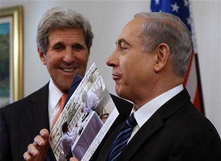 Israeli Prime Minster Benjamin Netanyahu (R) shows a present given to him by U.S. Secretary of State John Kerry in Jerusalem May 23, 2013. REUTERS/Jim Young