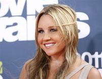 """Atriz Amanda Bynes chega à premiação MTV Movie Awards em Los Angeles, em junho de 2011. A atriz norte-americana foi detida em Nova York depois de supostamente atirar um """"bong"""" (utensílio usado para fumar maconha) pela janela do seu apartamento, segundo uma fonte policial. 05/06/2011 EUTERS/Danny Moloshok"""