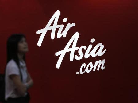 A customer reads an advertisement outside an AirAsia ticketing office in Kuala Lumpur August 29, 2012. REUTERS/Bazuki Muhammad