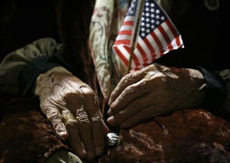 105-year-old Sona Babai of Iran waits to be sworn in as a U.S. citizen during a naturalization ceremony in Pomona, near Los Angeles, California October 25, 2006. REUTERS/Lucy Nicholson