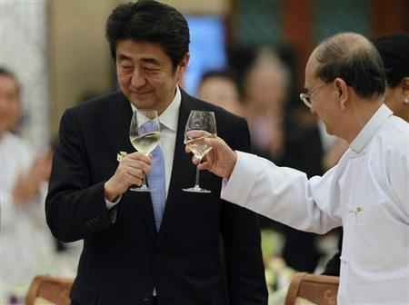 Japan's Prime Minister Shinzo Abe (L) and Myanmar's President Thein Sein toast during lunch at the Myanmar International Convention Centre in Naypyitaw May 26, 2013. REUTERS/Soe Zeya Tun