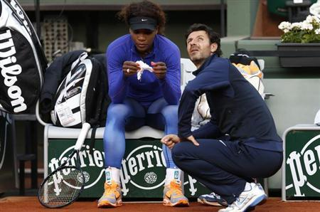 Serena Williams of the U.S. listens to her coach Patrick Mouratoglou during a training session at the French Open tennis tournament at the Roland Garros stadium in Paris May 25, 2013. REUTERS/Vincent Kessler