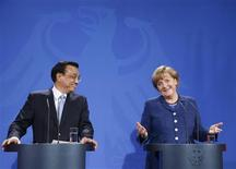 Chinese Premier Li Keqiang and German Chancellor Angela Merkel address a news conference after talks in Berlin May 26, 2013. REUTERS/Tobias Schwarz