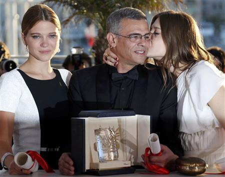 Director Abdellatif Kechiche (C) poses with actresses Lea Seydoux (L) and Adele Exarchopoulos (R) during a photocall after he received the Palme d'Or award for the film ''La Vie D'Adele'' at the closing ceremony of the 66th Cannes Film Festival in Cannes May 26, 2013. REUTERS/Regis Duvignau