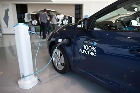 An electric car is displayed at the headquarters of electric car venture Better Place in Tel Aviv October 10, 2012. REUTERS/Nir Elias