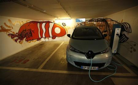 A Renault Zoe new electric car is displayed during a meeting with journalists in Lisbon March 14, 2013. REUTERS/Rafael Marchante
