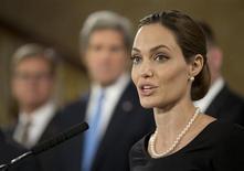 Atriz e ativista humanitária Angelina Jolie fala durante conferência sobre violência sexual contra mulheres durante reunião de ministros do G8, em Londres. A tia de Angelina Jolie morreu de câncer de mama no domingo, informou um hospital da Califórnia, quase duas semanas após a atriz ter anunciado que passou por uma mastectomia dupla por ter herdado um alto risco de câncer de mama. 11/04/2013 REUTERSAlastair Grant/Pool