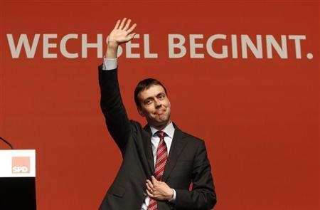 Baden-Wuerttemberg's finance minister-designate and leader of the state's Social Democratic Party (SPD) Nils Schmid waves after his speech during an extraordinary party congress in Sindelfingen near Stuttgart May 7, 2011. REUTERS/Michaela Rehle