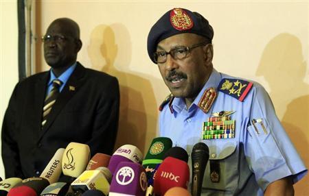 Sudan's Defence Minister Abdel Raheem Mohammed Hussein speaks during a news conference in Khartoum December 10, 2012. REUTERS/ Mohamed Nureldin Abdallah