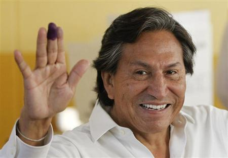 Peru's presidential candidate Alejandro Toledo gestures after casting his ballot in the general elections in Lima, April 10, 2011. REUTERS/Enrique Castro-Mendivil