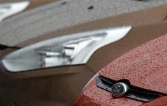 Le titre Ford pourrait réagir à l'ouverture de Wall Street. Les bénéfices européens du constructeur automobile devrait s'accélérer en raison de l'amélioration de la situation sur le Vieux continent. /Photo prise le 29 octobre 2012/REUTERS/Bogdan Cristel