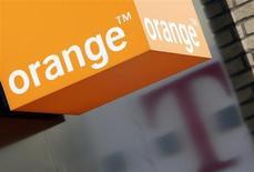 Les actionnaires de France Télécom ont entériné le changement d'appellation du groupe, qui adoptera officiellement le 1er juillet le nom de sa marque de téléphonie mobile Orange pour marquer l'évolution de son modèle économique et renforcer sa visibilité à l'international. /Photo d'archives/REUTERS/Darren Staples