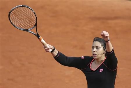 Marion Bartoli of France celebrates defeating Olga Govortsova of Belarus in their women's singles match during the French Open tennis tournament at the Roland Garros stadium in Paris May 28, 2013. REUTERS/Stephane Mahe