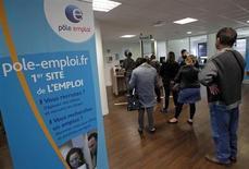 L'OCDE, qui estime que l'économie française connaîtra une légère récession en 2013, voit le taux de chômage atteindre 10,7% cette année puis 11,1% en moyenne en 2014, avec un pic à 11,5% à la fin de l'an prochain. /Photo d'archives/REUTERS/Jean-Paul Pélissier
