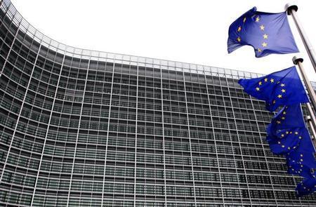 5月29日、欧州委員会は、フランスやスペインなどEU加盟の6カ国の財政赤字削減目標を緩和することを決定。緊縮路線から成長戦略に軸足を移していることが鮮明に。写真はブリュッセルの欧州委員会本部。2009年11月撮影(2013年 ロイター/Yves Herman)