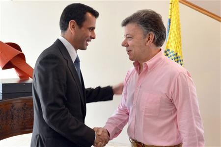 Colombia's President Juan Manuel Santos (R) shakes hands with Venezuela's opposition leader Henrique Capriles during a visit at the Narino presidential house in Bogota May 29, 2013. Javier Casella/Colombian Presidency/Handout via Reuters