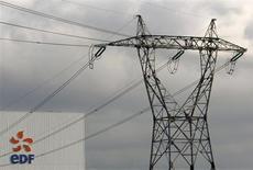 EDF, à suivre jeudi à la Bourse de Paris. EDF Energies Nouvelles, filiale du groupe, s'est associée à ALSTOM en vue de répondre à un appel d'offres public pour la construction d'un parc d'éoliennes offshore. /Photo d'archives/REUTERS/Vincent Kessler